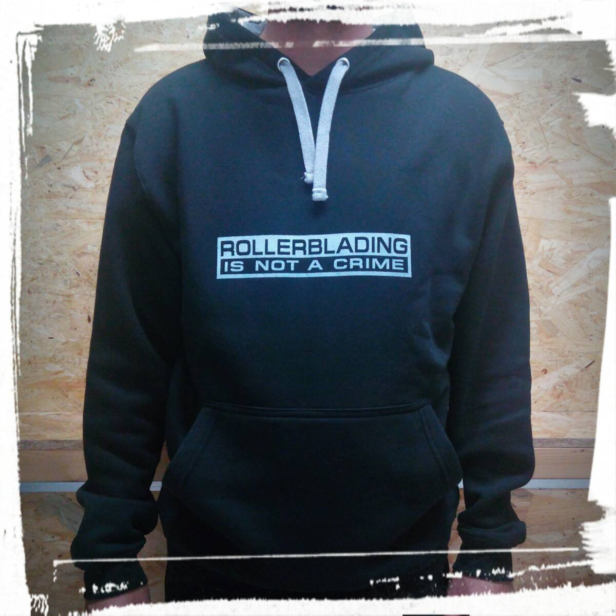 Sudadera ROLLERBLADING IS NOT A CRIME Negra